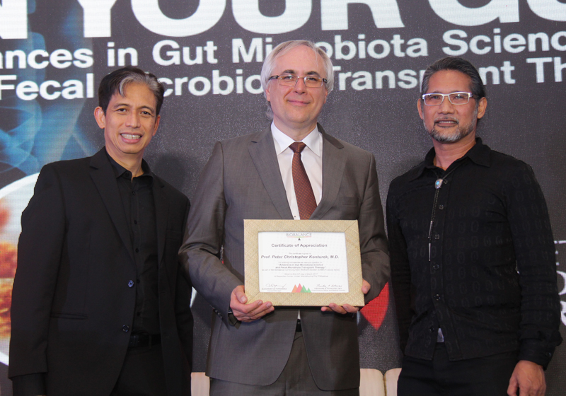 BioBalance Wellness Institute General Manager Alexander Fernandez and Dr. Ted Achacoso presented a plaque of appreciation to Dr. Peter Konturek